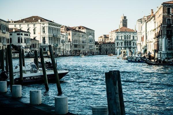 La governance dei beni comuni locali con valore globale: Venezia e la sua laguna