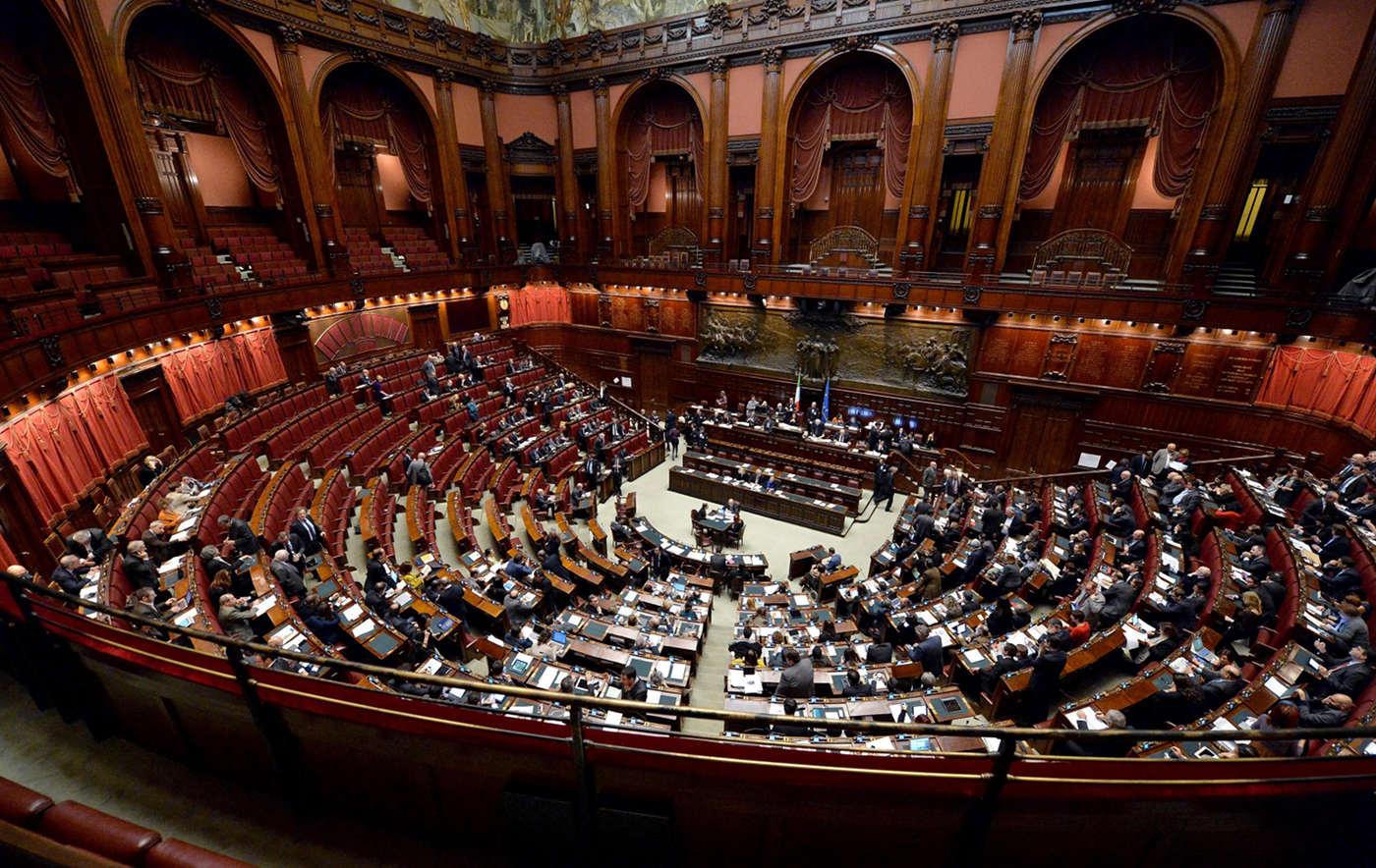 Gregorio arena moderer la presentazione del volume for Numero senatori e deputati in italia